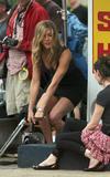 """Jennifer Aniston On the set of 'Bounty Hunter' Foto 956 (Дженнифер Анистон На съемках фильма """"Bounty Hunter"""" Фото 956)"""
