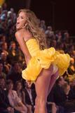 th_20494_Victoria_Secret_Celebrity_City_2007_FS_9485_123_111lo.jpg