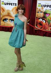 http://img196.imagevenue.com/loc139/th_595950716_Bella_Thorne_The_Muppets_Premiere_Hollywood_122_139lo.jpg
