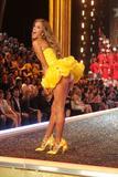 th_96854_Victoria_Secret_Celebrity_City_2007_FS388_123_367lo.jpg