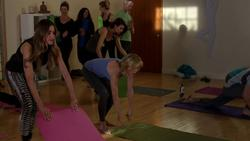 Julie Bowen - Yoga Pants Cameltoe  (Modern Family) scan/vid