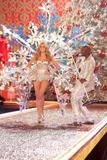 th_97296_Victoria_Secret_Celebrity_City_2007_FS396_123_447lo.jpg