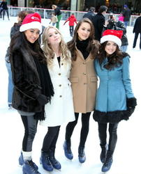 http://img196.imagevenue.com/loc53/th_76045_pretty_little_liars_ice_skate_04_122_53lo.jpg
