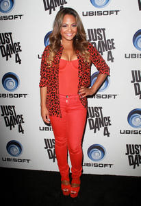 http://img196.imagevenue.com/loc589/th_310353804_ChristinaMilian_JustDance4Launch_12_122_589lo.jpg