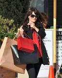 th_57317_Preppie_-_Robin_Tunney_carries_Cartier_and_Barney8s_bags_back_to_her_car_-_Jan._24_2010_913_122_957lo.jpg